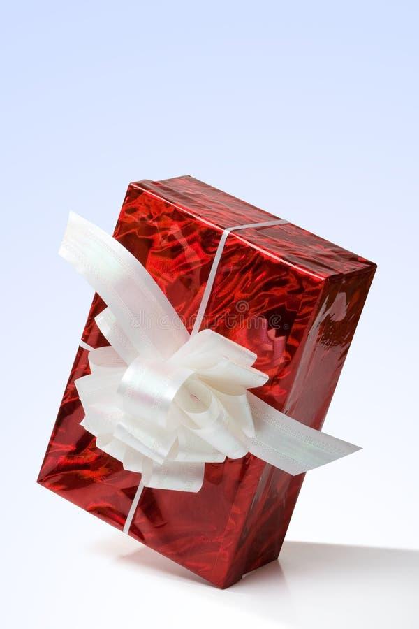 Cadre de cadeau rouge avec une bande blanche photos libres de droits