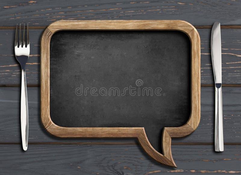 Cadre de chalboard de menu sur la table dinning en bois noire photos libres de droits