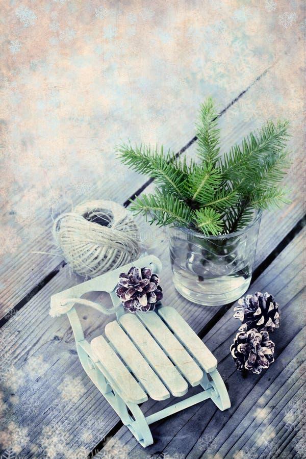 Cadre de Noël avec le fond en bois de vintage de décorations avec photo libre de droits