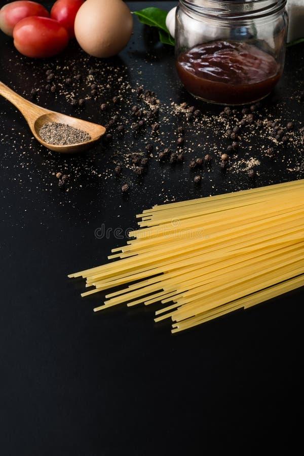 Cadre de nourriture Ingrédients de pâtes photographie stock libre de droits