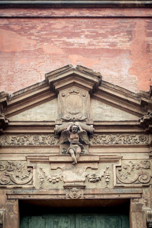 Cadre de porte italien de la Renaissance Épanouissez-vous le détail architectural image libre de droits