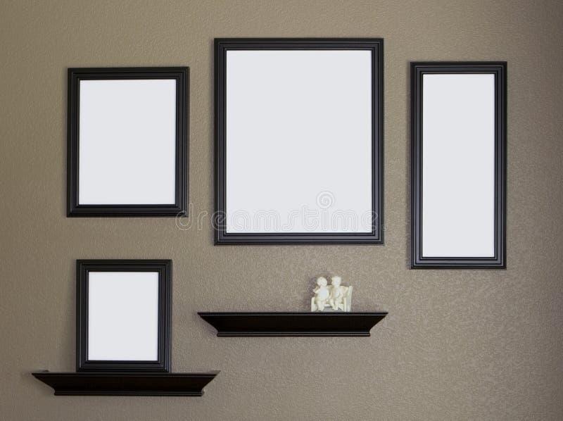 Cadre de tableau et collage noirs d'étagères image libre de droits