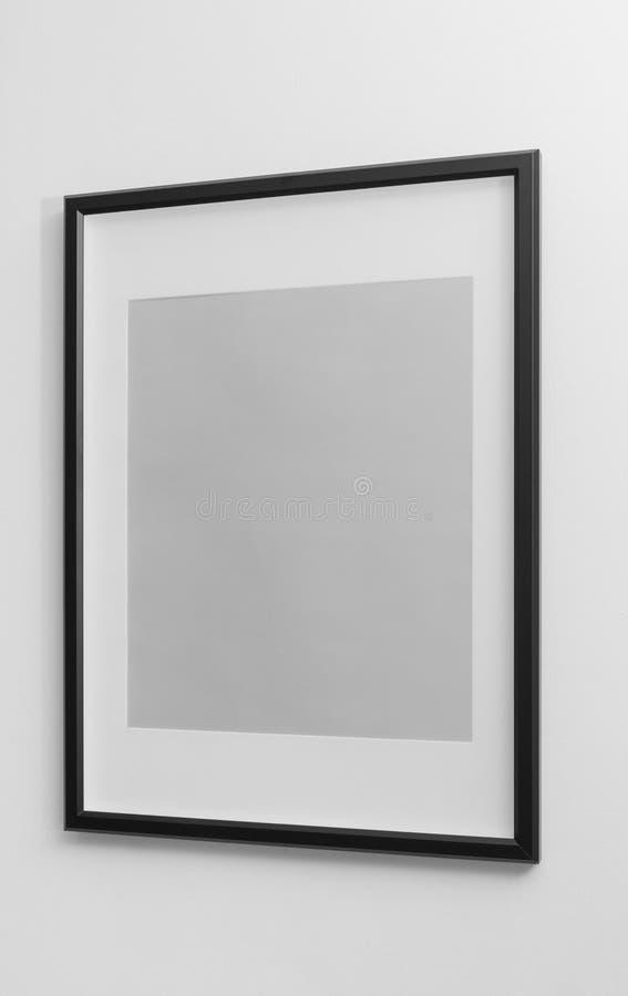 Cadre en bois noir avec l'espace blanc de marge sur le mur blanc photo stock