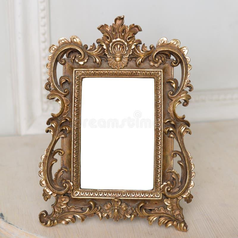 Download Cadre En Bronze En Métal De Vintage Photo stock - Image du décor, ornemental: 77158752
