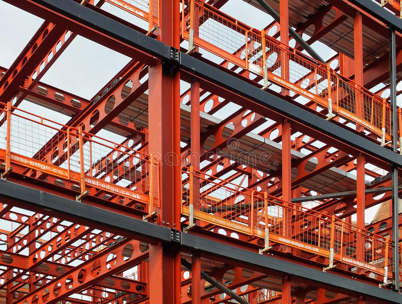 Cadre en métal du nouveau développement de bâtiment photographie stock libre de droits