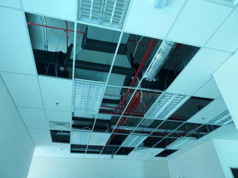 Cadre et panneau de plafond suspendu en construction photographie stock libre de droits