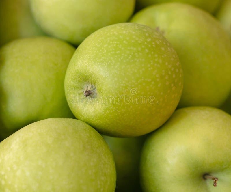 Cadre frais de pommes de forgeron de mamie plein Fond sain de consommation Concept de beaucoup de pommes vertes juteuses, de sant image libre de droits