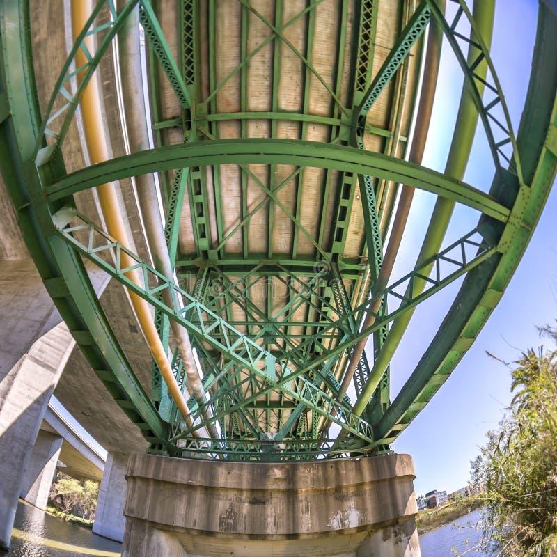 Cadre géométrique de pont dans la région de CA d'Oceanside photo libre de droits