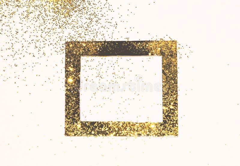 Cadre noir sur le scintillement d'or, fond avec la frontière pour votre conception dans des couleurs de cru image stock