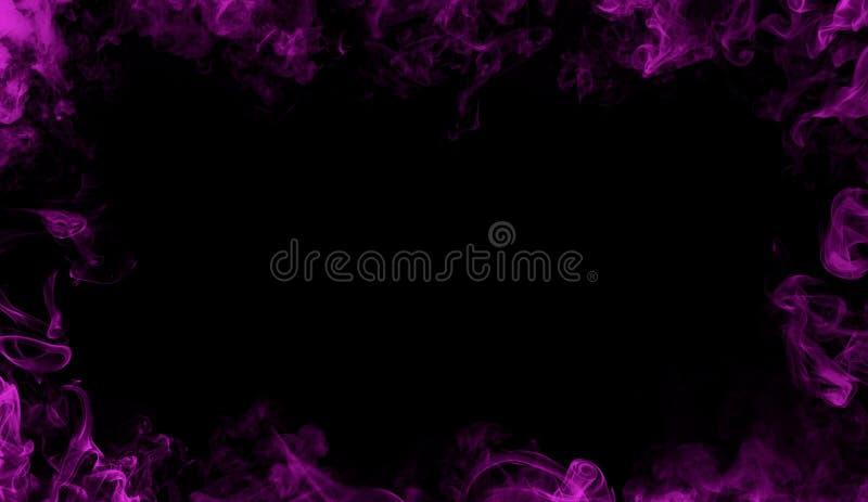 Cadre pourpre abstrait de flammes sur d'isolement un fond noir photographie stock
