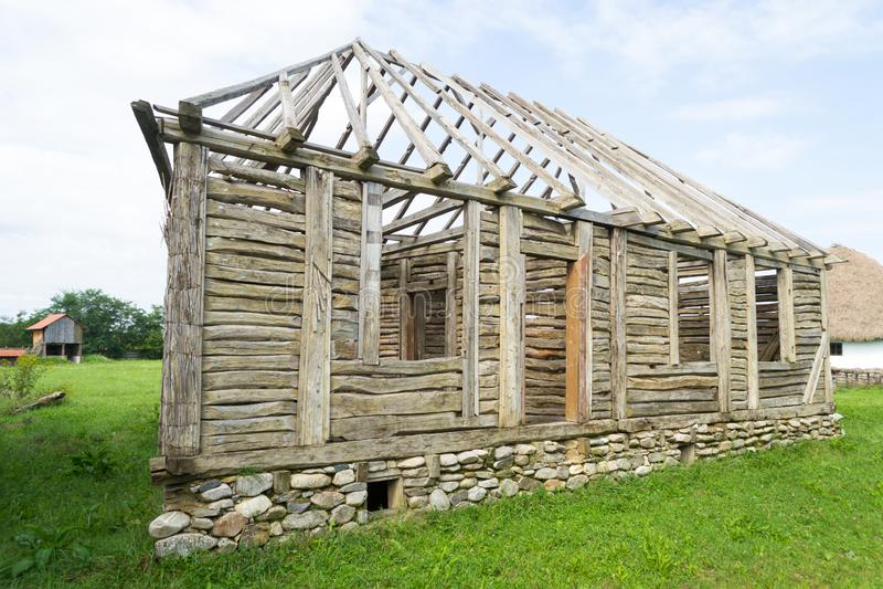 Cadre traditionnel roumain de maison en bois photos libres de droits