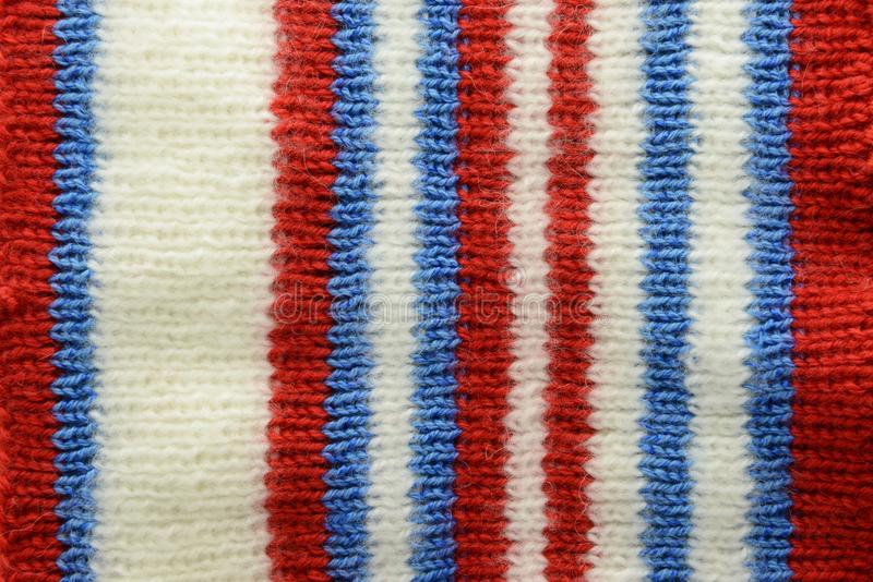 Cadre tricoté de fond de textile plein dans la couleur bleue blanche rouge photographie stock libre de droits