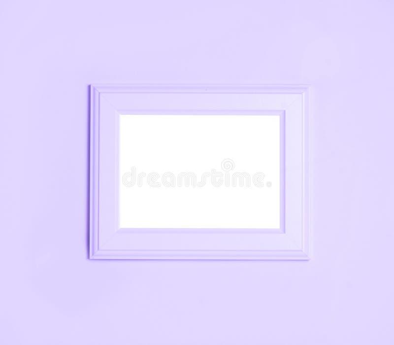 Cadre ultra-violet avec l'espace vide pour votre texte sur le fond ultra-violet Configuration plate, vue supérieure photographie stock