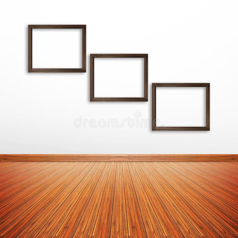 Cadres en bois de photo sur le mur blanc à l'intérieur de la salle illustration stock