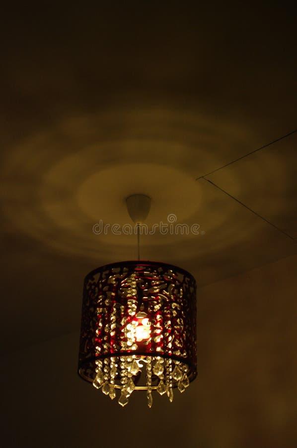 Caduta del candeliere sul soffitto fotografie stock libere da diritti