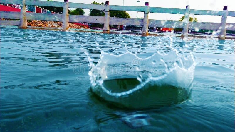 Caduta della goccia di acqua fotografie stock