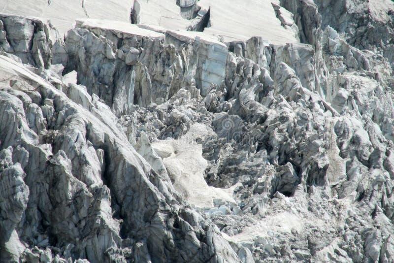 Caduta delle birre forte e scure del ghiaccio del ghiacciaio fotografia stock