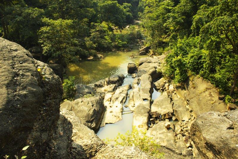 Caduta di Kendai un punto di picnic al korba, chhattisgarh, India immagini stock libere da diritti