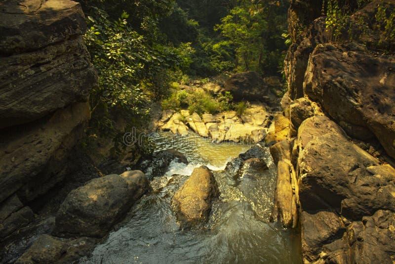 Caduta di Kendai un punto di picnic al korba, chhattisgarh, India fotografie stock
