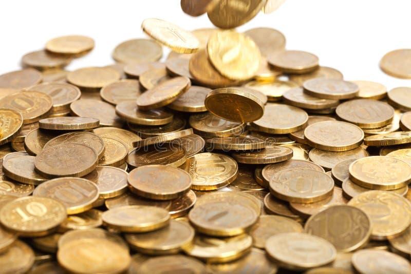 Caduta dorata delle monete fotografia stock libera da diritti