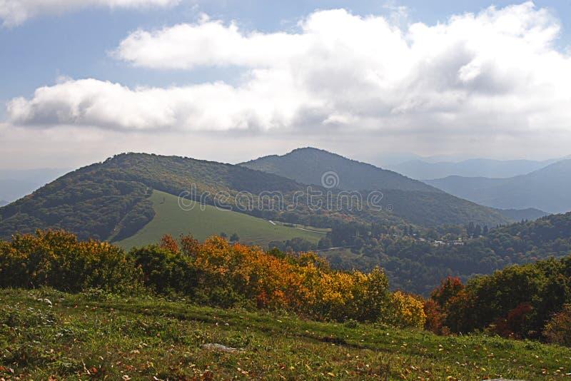 Caduta nelle montagne fotografie stock libere da diritti
