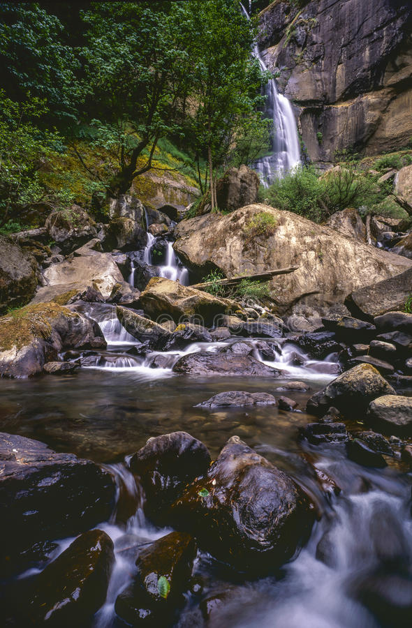 Cadute dell'argento della cascata fotografia stock libera da diritti