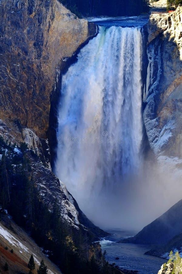 Cadute più basse dell'acqua di Yellowstone fotografie stock