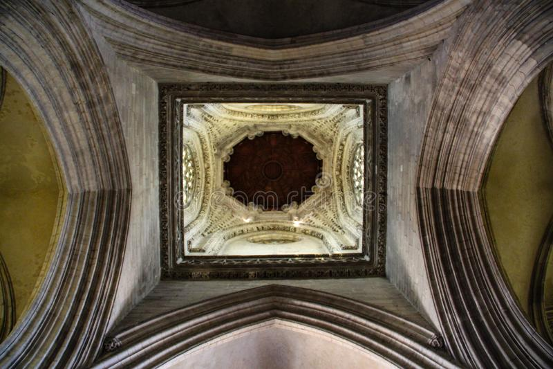 Caen, Francja; 4 2018 Czerwiec: Caen katedra Widok górny crossbeam obraz stock