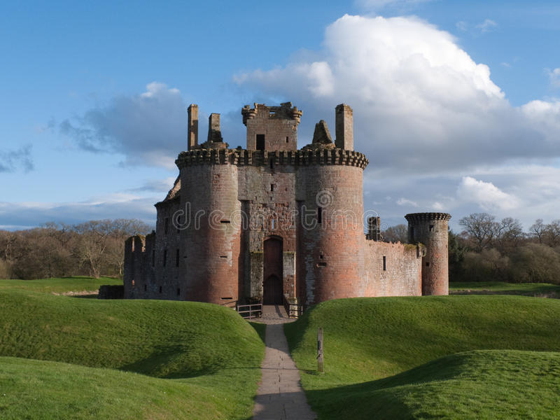 caerlaverockslott scotland royaltyfri fotografi