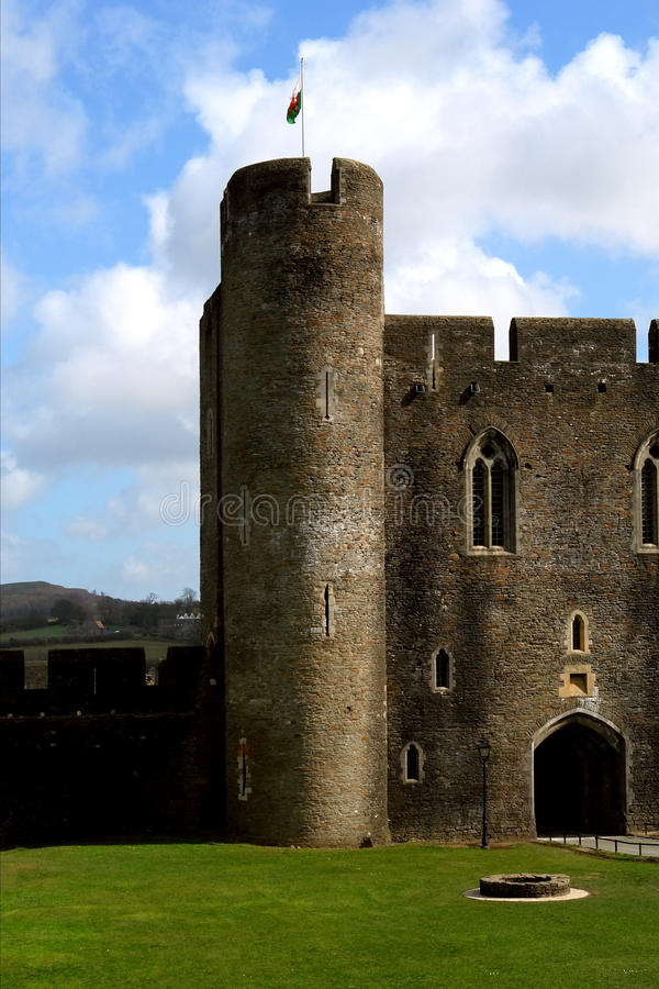 caerphilly城堡破坏威尔士 免版税图库摄影