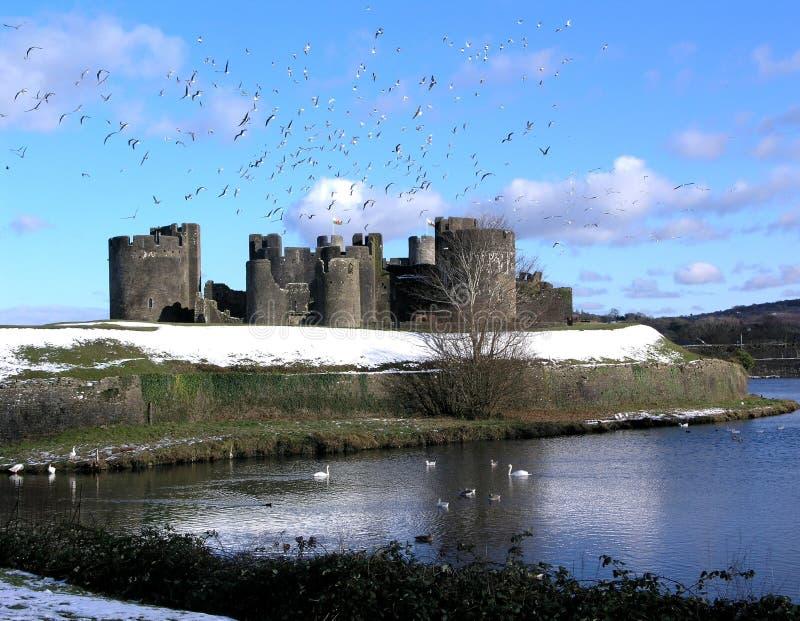 Caerphilly-Schloss im Schnee stockbilder
