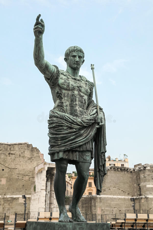 Caesar Augustus, statue antique Beaux vieux hublots à Rome (Italie) photographie stock libre de droits