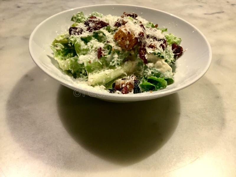 Caesar sałatka smakosz Świeży sałatkowy naczynie zdjęcie royalty free