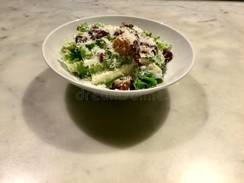 Caesar Salad classique Plat frais de salade gourmet photos stock