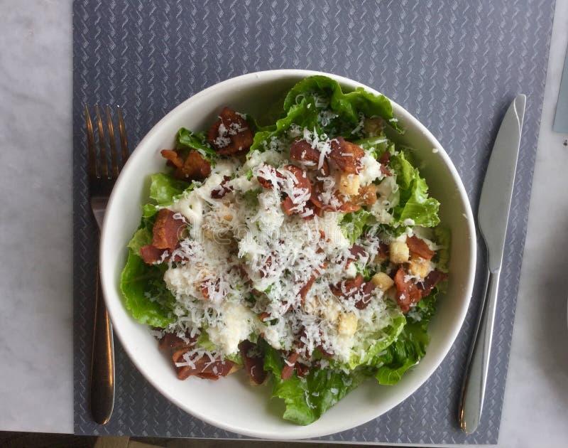 Caesar Salad classique Plat frais de salade Vue supérieure image stock