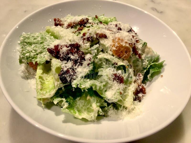 Caesar Salad gourmet Plat frais de salade Fin vers le haut photographie stock