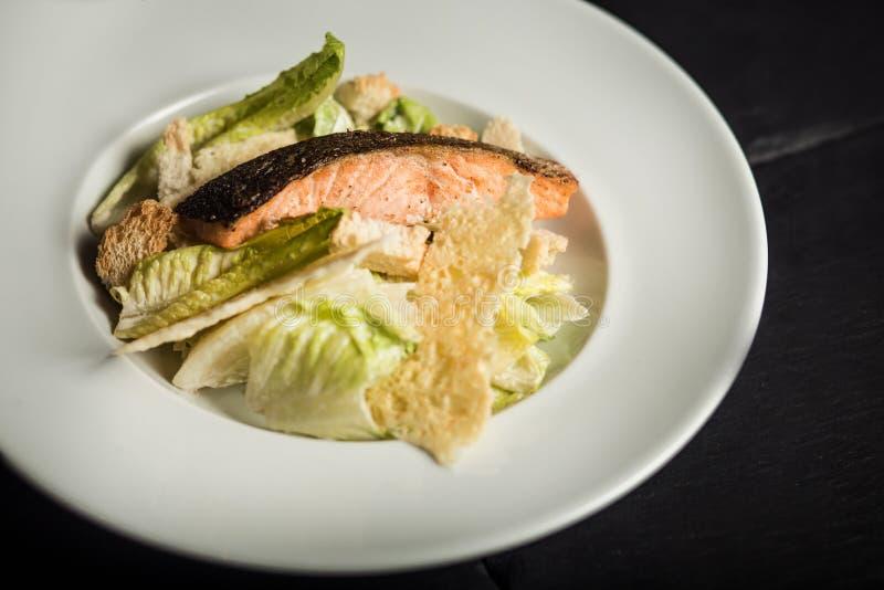 caesar salladlax Restaurangmaträtten arkivfoton