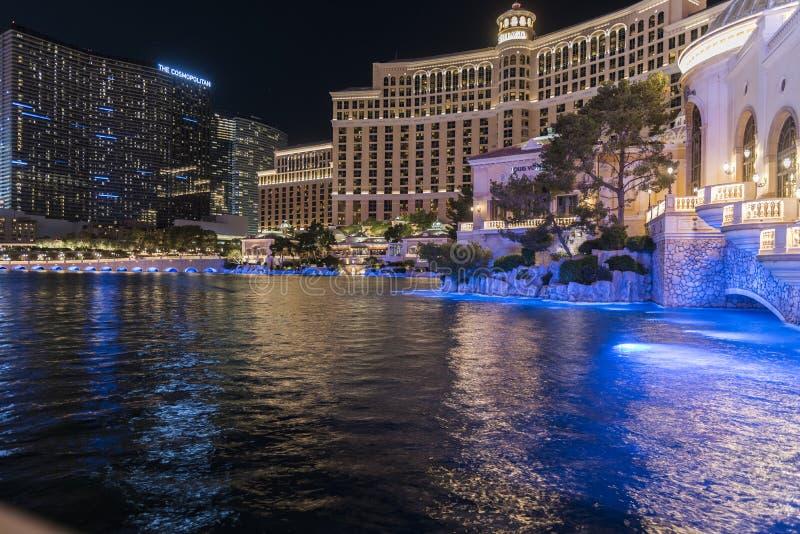 Caesars Palace och de Bellagio hotellen Las Vegas på natten royaltyfria foton