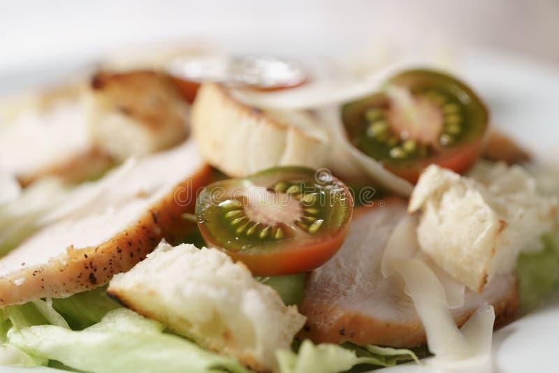 Caesarsalade met hete de tomatenmacro van kersenkumato royalty-vrije stock foto's
