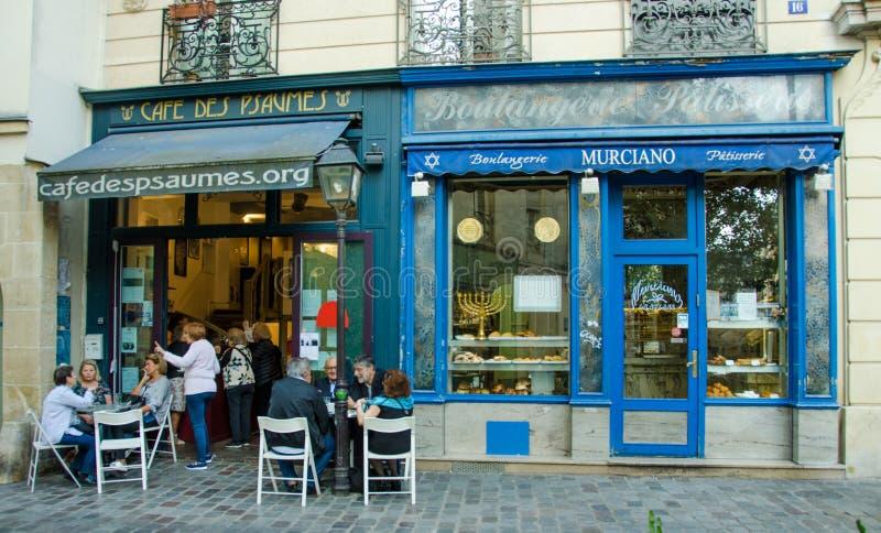 Café des Psaumes jest popularnym restauracją w Marais sąsiedztwie zdjęcie royalty free