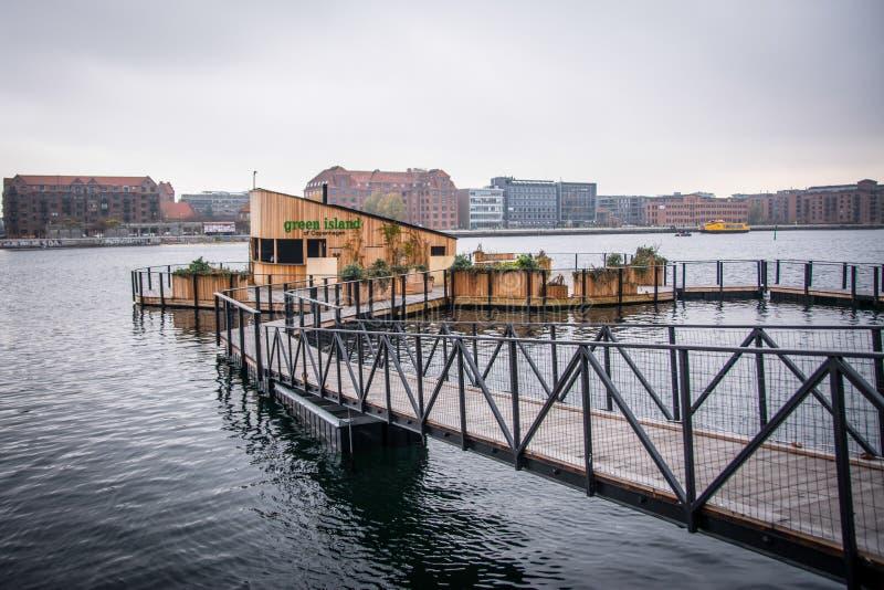 Café op water Onderaan stad Kopenhagen, Denemarken royalty-vrije stock afbeelding