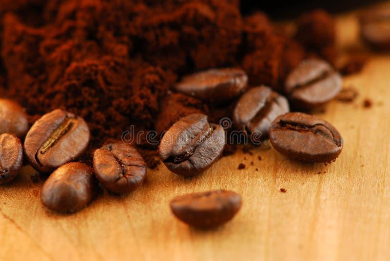 Cafè de grain de café et moulu photo stock