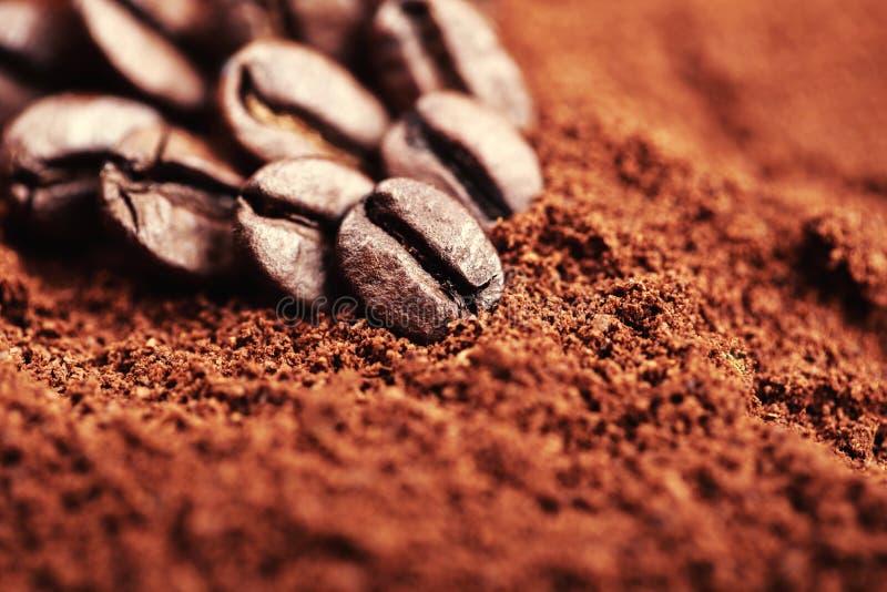 Cafè de haricot et moulu photographie stock libre de droits