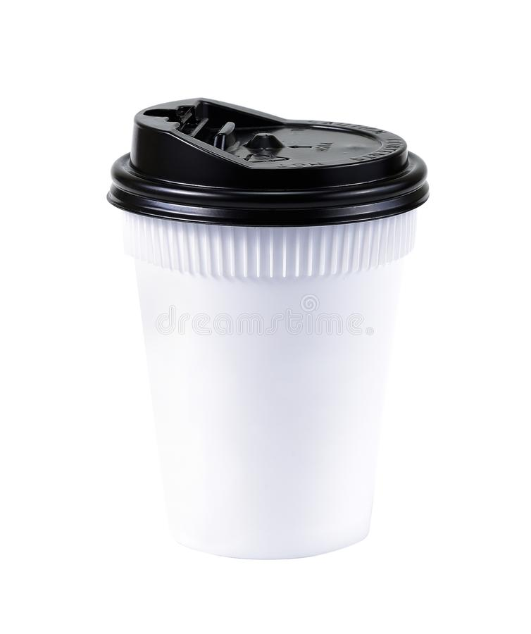 Café à emporter dans la cuvette thermo blanc d'isolement par balai Tasse blanche de photographie stock libre de droits