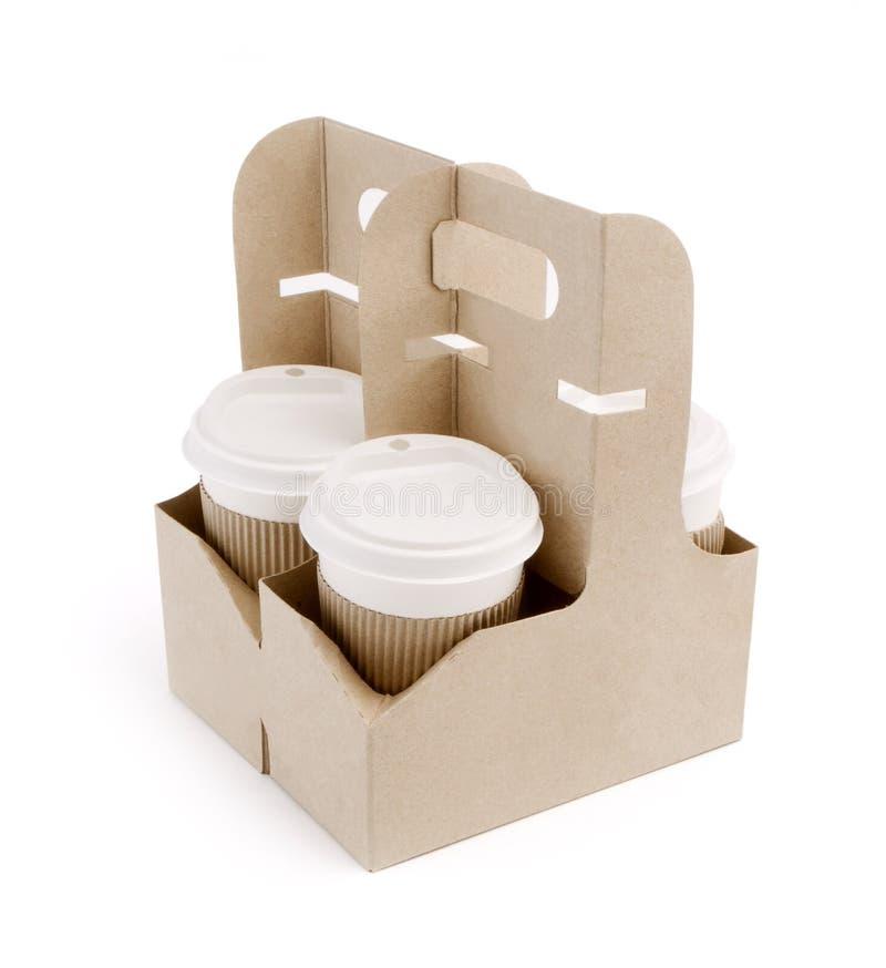 Café à emporter dans le support sur le fond blanc image stock