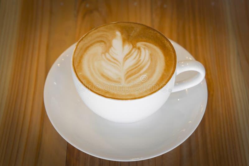 Download Café photo stock. Image du brassez, cappuccino, wooden - 45356940