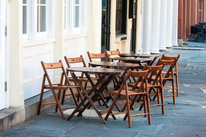 Download Café Ao Ar Livre Simples Do Passeio Foto de Stock - Imagem de fora, exterior: 26515620