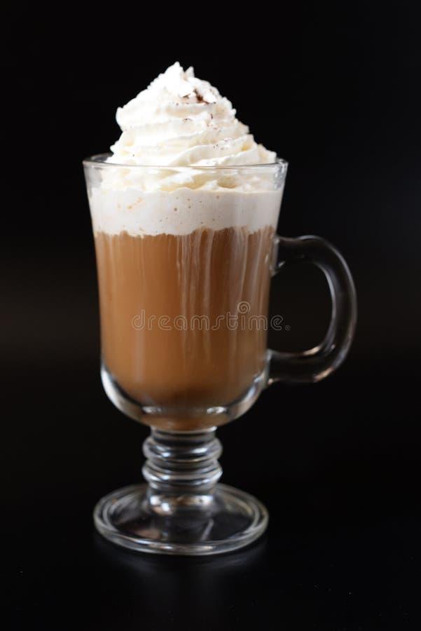 Café aromático delicioso de la mañana en un vidrio imagen de archivo libre de regalías