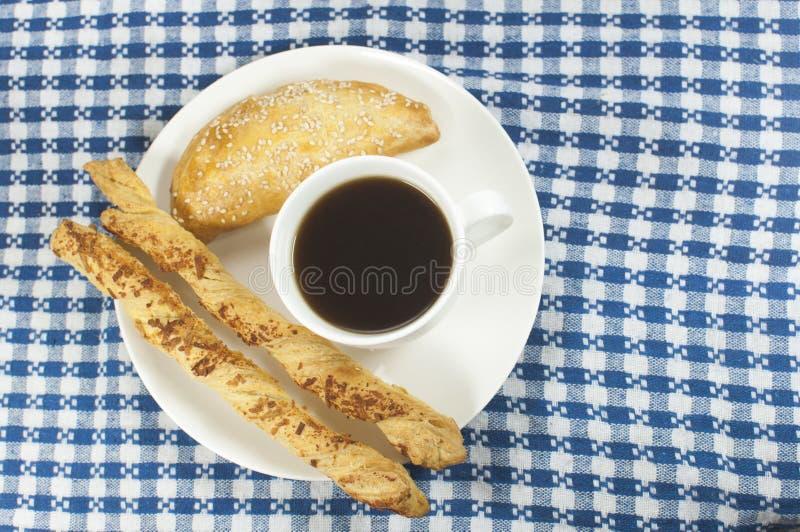 Café avec des bâtons d'empanada et de fromage photo libre de droits