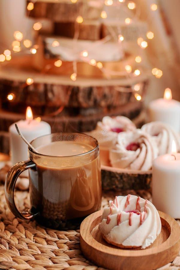 Café avec des bonbons images libres de droits